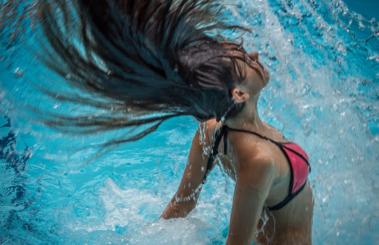 Trucos para mantener el cabello sano en verano