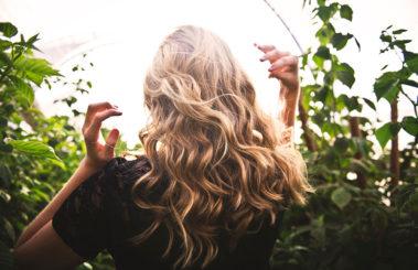 ¿Qué debemos hacer para mantener un pelo hidratado?